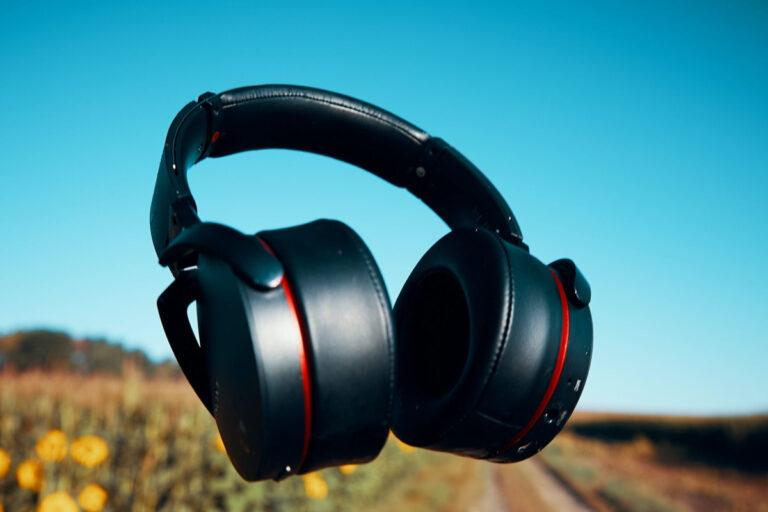 Hør musik i ro og mag med trådløse høretelefoner